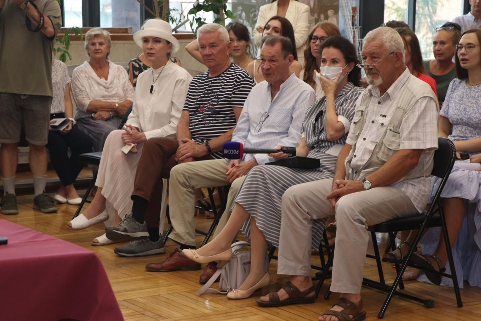 В Театре  состоялся сбор труппы в честь старта 89 театрального сезона!